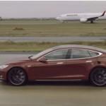 MOBIL TESLA : Sedan Tesla S Vs Pesawat Boeing 737, Siapa Tercepat?
