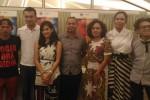 Beberapa pemain film Ada Apa Dengan Cinta (AADC 2) dan kru berfoto bersama usai mengikuti Media Gathering di Greenhost Boutique Hotel, Jumat (22/4/2016). (Bernadheta Dian Saraswati/JIBI/Harian jogja)