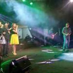 Ahmad Dhani tampil membawakan lagu untuk menghibur pengunjung dalam kegiatan bertajuk Obrolan Musik bersama Ahmad Dhani di halaman Gedung DPRD Sragen, Rabu (27/4/2016) malam. (Moh. Khodiq Duhri/JIBI/Solopos)