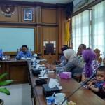 Belasan warga terdampak pembangunan New Yogyakarta International Airport (NYIA) asal Dusun Bapangan dan Kepek, Desa Glagah, Temon, menemui Bupati Kulonprogo Hasto Wardoyo di kantornya, Senin (18/4/2016). (Rima Sekarani I.N./JIBI/Harian Jogja)