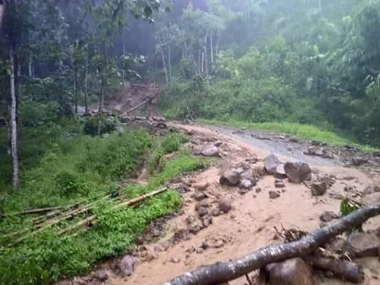 Foto banjir yang melanda Desa Wisata Sepakung, Banyubiru, Kabupaten Semarang, Selasa (12/4/2016) sore, yang diunggah oleh Noer Cholik melalui akun Twitter @cholikk. (Twitter.com)