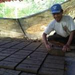 INDUSTRI KECIL PONOROGO : Musim Penghujan, Produksi Batu Bata di Jenangan Merosot