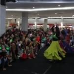 Peserta menarikan belly dance saat acara bertajuk Dance and Zumba Party di Solo Paragon Lifestyle Mall, Solo, Minggu (24/4/2016).(Ahmad Fauzan/JIBI/Solopos)