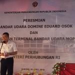 Menteri Perhubungan Ignasius Jonan memberikan sambutan saat peresmian pengembangan bandara Domine Eduard Osok (DEO) di kota Sorong, Papua Barat , Sabtu (30/4/2016).