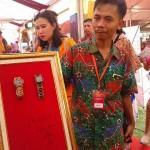 JKW, jam kayu asal Samigaluh yang sudah ditandatangani Jusuf Kalla, Senin (25/4/2016). (Sekar Langit Nariswari/JIBI/Harian Jogja)