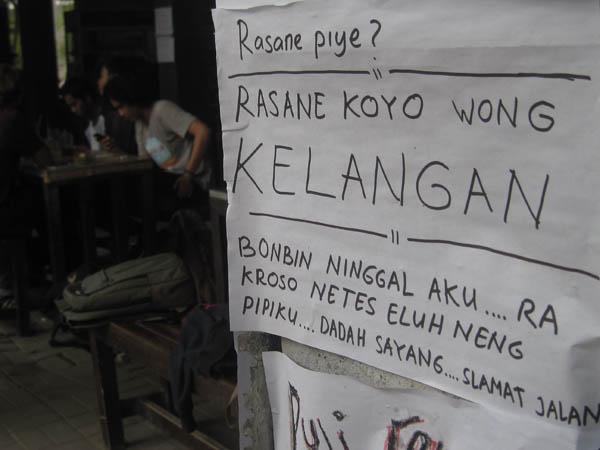 Salah satu poster di 'Kantin Bonbin', kompleks Kampus Sosial-Humaniora Universitas Gadjah Mada, Jln.Sosio-Humaniora, pada Selasa (12/4/2016). (Uli Febriarni/JIBI/Harian Jogja)