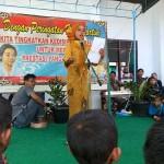 Seorang siswa perempuan tampil membacakan puisi dalam rangka peringatan hari kartini di SD Muhammadiyah Piyaman, Wonosari, Gunungkidul, Kamis (21/4/2016). (Mayang Nova Lestari/JIBI/Harian Jogja)