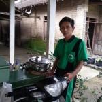 KISAH INSPIRATIF : Gaji Rp350.000/bulan, GTT Ini Mampu Kuliahkan Istri dengan Berjualan Cilok
