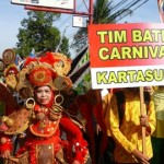 Peserta pawai taaruf Semarak Musyawarah Daerah Muhammadiyah dan Aisyiyah Sukoharjo mengenakan seragam batik carnival, Sabtu (9/4/2016). (Trianto Hery Suryono/JIBI/Solopos)