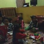 LONGSOR PONOROGO : Anak-Anak Desa Talun Berbagi Mainan di Pengungsian