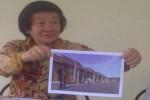 Direktur Utama PT Dewi Sri Sejati Halim Sugiantoro pamerkan bentuk rumah murah yang akan dibagung di wilayah Godean, Sleman. (Abdul Hamid Razak/JIBI/Harian Jogja)