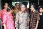 Wakil Ketua MA Bidang Non Yudisial Suwardi (tengah depan pakai kacamata)saat berfoto bersama dengan sejumlah pegawai di PN Wonosari. Jumat (22/4/2016).(David Kurniawan/JIBI/Harian Jogja)