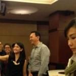 Foto ekspresi Veronika Tan saat Ahok selfie dengan Dian Sastro. (Istimewa/Facebook)