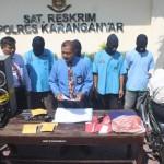 KBO Satreskrim Polres Karanganyar, Iptu Tri Gusnadi, (depan tengah), memberikan penjelasan tentang penangkapan empat pencuri spesialis rumah kosong di Mapolres Karanganyar, Selasa (10/5/2016). (JIBI/Solopos/Istimewa)