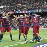 Luis Suarez merayakan gol bersama rekan-rekannya (Twitter)