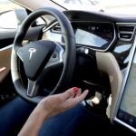 Fitur autopilot Tesla Model S. (Mashable.com)