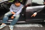 Sopir taksi yang kejatuhan jendela kaca (Mirror)