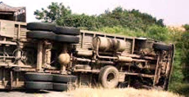Ilustrasi truk kecelakaan (thestrricklandfirm.com)