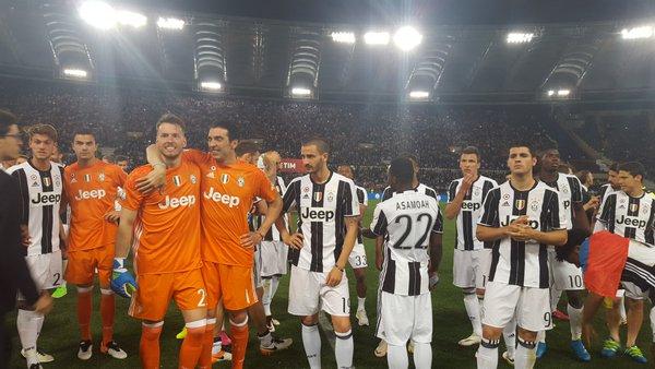Para pemain Juventus merayakan kemenangan Coppa Italia 2015/2016. (Twitter)