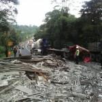 Kondisi truk pengangkut asbes saat lakaKeboan, Boyolali, Sabtu (30/4/2016). (Istimewa)