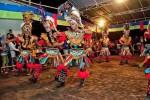 Kelompok Kesenian Topeng Ireng Merapi saat tampil dalam Festival Budaya dan Kuliner di Taman Kuliner Sleman, Jumat (27/5/2016). (Abdul Hamied Razak/JIBI/Harian Jogja)
