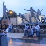 Siswa SMAN 2 Klaten merayakan kelulusan di Monumen Juang 45 Klaten, Sabtu (7/5/2016) sore. Para siswa SMAN 2 Klaten memilih tidak berkonvoi saat merayakan kelulusan, melainkan hanya berfoto bersama di Monumen Juang 45 Klaten. (Ponco Suseno/JIBI/Solopos)