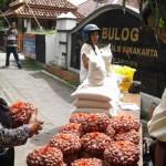 OPERASI PASAR : Bulog OP Bawang Merah Dijual Rp23.000/Kg