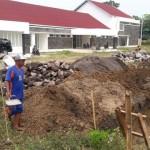 Sejumlah pekerja mulai membangun pagar keliling RSUD di Andong, Sabtu (23/5/2016). RSUD Banyudono akan relokasi ke Andong akhir Juli. (Hijriyah Al Wakhidah/JIBI/Solopos)