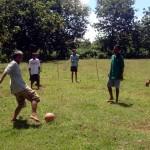 Penyandang gangguan jiwa bermain sepakbola di lapangan Dukuh Tanggung RT 002/RW 001, Desa Pilangsari, Gesi, Sragen, Rabu (27/4/2016). (Tri Rahayu/JIBI/Solopos)