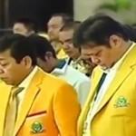 Setya Novanto (tengah) kedapatan tertidur saat sesi mengheningkan cipta di pembukaan Munaslub Golkar di Bali. (Youtube.com)