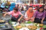 Warga Sosromenduran tengah membuat apem. Tradisi apeman dalam rangka menyambut ramadan itu dilombakan dan menarik wisatawan. (Ujang Hasanudin/JIBI/Harian Jogja)