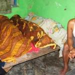 Jenazah ketiga bocah disemayamkan di kediaman kakek mereka, Sutiyo di Sidorejo, Ngasem, Colomadu, Karanganyar, Sabtu (28/5/2016). (Iskandar/JIBI/Solopos)