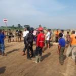 Warga memblokade proyek tol Soker di Kebakkeramat, Karanganyar, Kamis (12/5/2016) (Kurniawan/JIBI/Solopos)