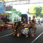Siswa siswi SDN Margoagung, Sayegan saat mementaskan dolanan anak dalam Festival Dolanan Anak Sleman di Sindu Kusuma Edu Park, Sinduadi, Mlati, Senin (23/5/2016). (Abdul Hamied Razak/JIBI/Harian Jogja)