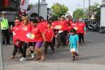 AKSI UNIK : Uniknya Jalan Sehat Bersama Panadol, Satu Kaus untuk Dipakai Tiga Orang