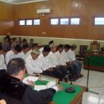 Sebanyak 12 orang anggota Bonek mengikuti jalannya persidangan dengan agenda pembacaan tuntutan di Pengadilan Negeri Sragen, Senin (2/5/2016). (Tri Rahayu/JIBI/Solopos)