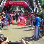 Peserta dari kategori umum, Jauhari Johan, mencapai finis dan memenangkan kejuaraan Komando Triathlon. Kegiatan tersebut dipusatkan di objek wisata WGM. (Bayu Jatmiko Adi/JIBI/Solopos)