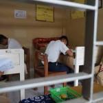 Dua siswa SMP Negeri 3 Sentolo melaksanakan Ujian Nasional (UN) di ruang Unit Kesehatan Sekolah (UKS) karena pertimbangan kondisi kesehatan pada Senin (9/5/2016).(Sekar Langit Nariswari/JIBI/Harian Jogja)