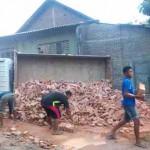 KECELAKAAN SRAGEN : Tak Kuat Menanjak, Truk Bermuatan Batu Bata Terguling