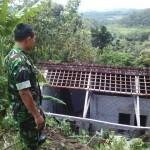 Kondisi rumah Surip, 65, warga Dusun Pakis, Desa Sukorejo, Sambirejo, Sragen, rusak parah setelah diterjang longsor, Kamis (23/6/2016). (JIBI/Istimewa)