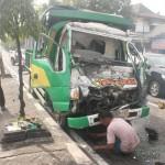Sebuah truk terlihat ringsek di perempatan Bendogantungan, Kelurahan Sumberrejo, Klaten Selatan, Selasa (28/6/2016). Kecelakaan tersebut mengakibatkan kerugian material senilai Rp20 juta, satu korban luka berat, dan satu luka ringan. (Ponco Suseno/JIBI/Solopos)