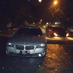 Sebuah mobil sedan BMW macet saat mencoba menerobos genangan air di Jl . Dr Supomo (barat Pengadilan Negeri, Solo, Sabtu (18/6/2016) malam. Hujan deras yang menguyur koya Solo menyebabkan beberapa tempat tergenang air dan beberapa pohon tumbang. (Sunaryo HB/JIBI/Solopos)