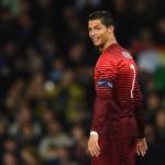 AKSI KONTROVERSIAL : Jengkel Diwawancarai, Ronaldo Buang Mikrofon Wartawan