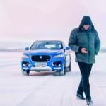 Jose Mourinho dan SUV Jaguar F-Pace. (Carscoops.com)