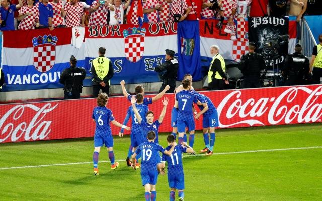 Timnas Kroasia merayakan gol di pertandingan Piala Eropa 2016. (REUTERS/Regis Duvignau)