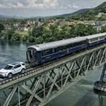 Land Rover Discovery Sport tarik gerbong kereta. (Autoblog.com)