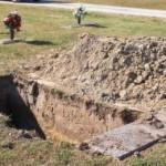 Lomba menggali kubur (Upi.com)