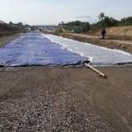 Salah satu bagian jalan tol Soker di Jeruksawit, Gondangrejo, Karanganyar, yang telah dicor beton dasar. Beton dengan ketebalan enam hingga 10 sentimeter tengah dikeraskan, Selasa (21/6/2016). (Kurniawan/JIBI/Solopos)