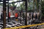 Sebuah toko beserta isinya ludes dilahap api di Dusun III, Depok, Panjatan, Sabtu (25/6/2016) pagi. Api membakar selama 2,5 jam samapi akhirnya benar-benar bisa dipadamkan. (Sekar Langit Nariswari/JIBI/Harian Jogja)