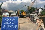 Pembangunan Jembatan Bembem di Jalan Imogiri Timur, Trimulyo, Jetis Bantul menyebabkan jalan tersebut ditutup untuk kendaraan, Jumat (3/6/2016). (Yudho Priambodo/JIBI/Harianjogja)